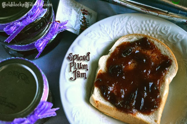 Italian plum recipe: Homemade plum jam cooked with Christmas spices. A jam full of love for a holiday dessert. Small mason jars would be a lovely wedding favor if plum is one of your colors! Or a thank you gift for your holiday party hostess :0)