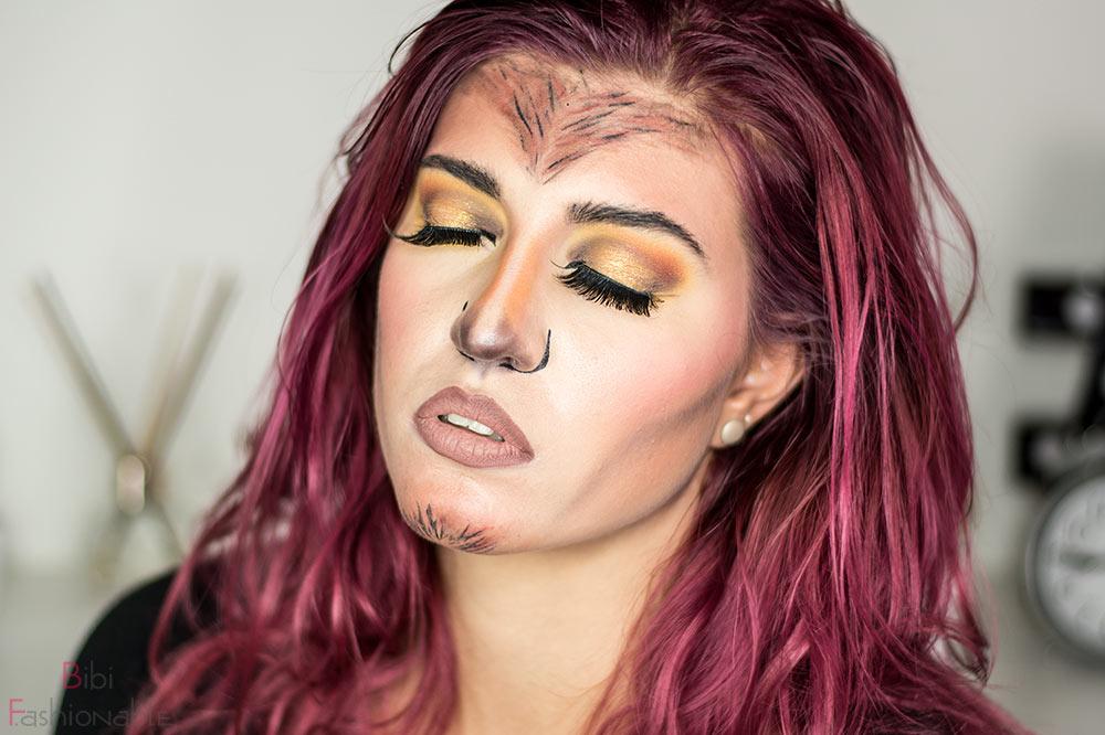 Glam Werewolf Augen geschlossen Mund offen