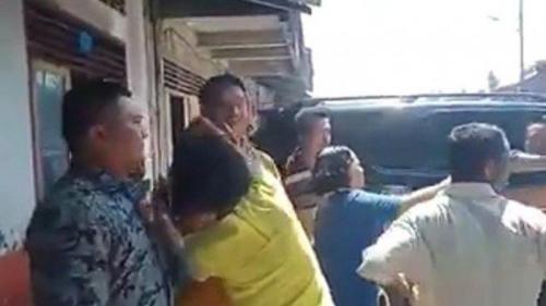 Eks Anggota DPR Dilempari Kotoran Babi