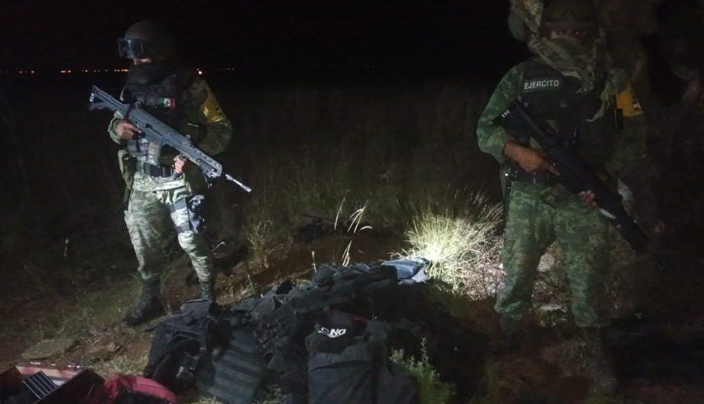 Soldados decomisan Arsenal en Villa de Ramos; SLP, los Sicarios del CJNG huyeron y dejaron todo