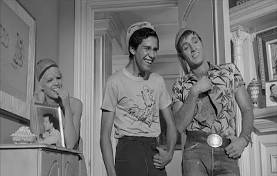 Jennifer Billingsley, Rafael Campos, James Caan - Lady in a Cage (1964)