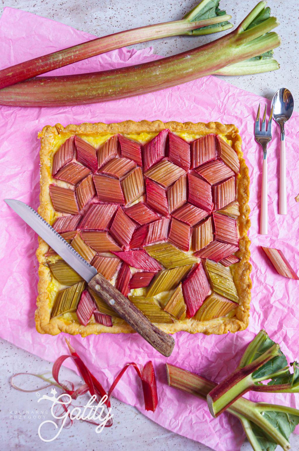 ciasto-z-czerwonym-rabarbarem
