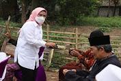 Gaya Kampanye Tatu Chasanah, Bagi-bagi Masker hingga Kunjungi Home Industry