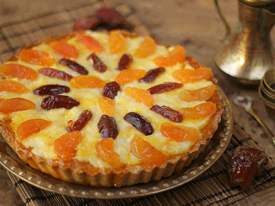 Oat tart with bechamel and apricot jam and dates