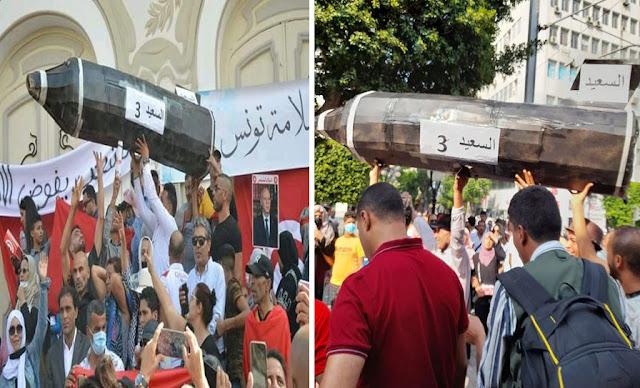 """صاروخ """"السعيد 3"""" في جولة مع مناصري الرئيس قيس سعيّد في شارع الحبيب بورڨيبة"""