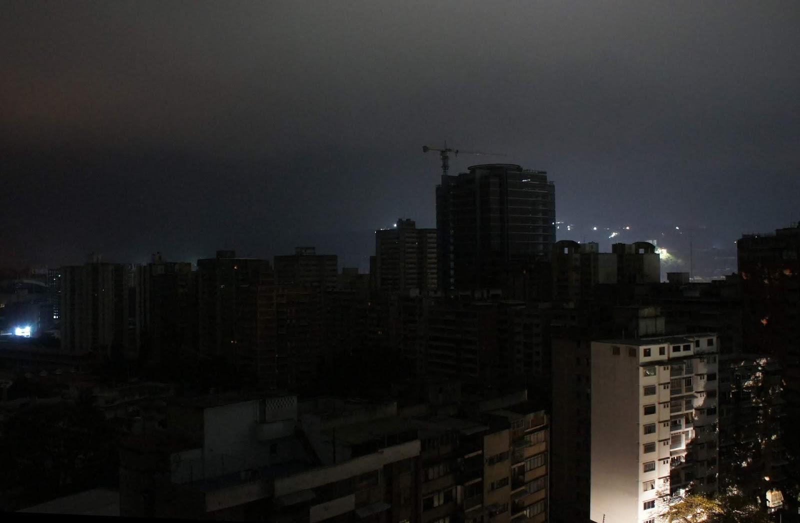 El apagón venezolano, un verdadero crimen social del chavismo - Por Razon y Revolucion Foto8