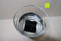 """Würfel im Glas: Amazy """"Onyx"""" Eiswürfel – Die wiederverwendbaren Eiswürfel aus vulkanischem Gesteinsglas"""