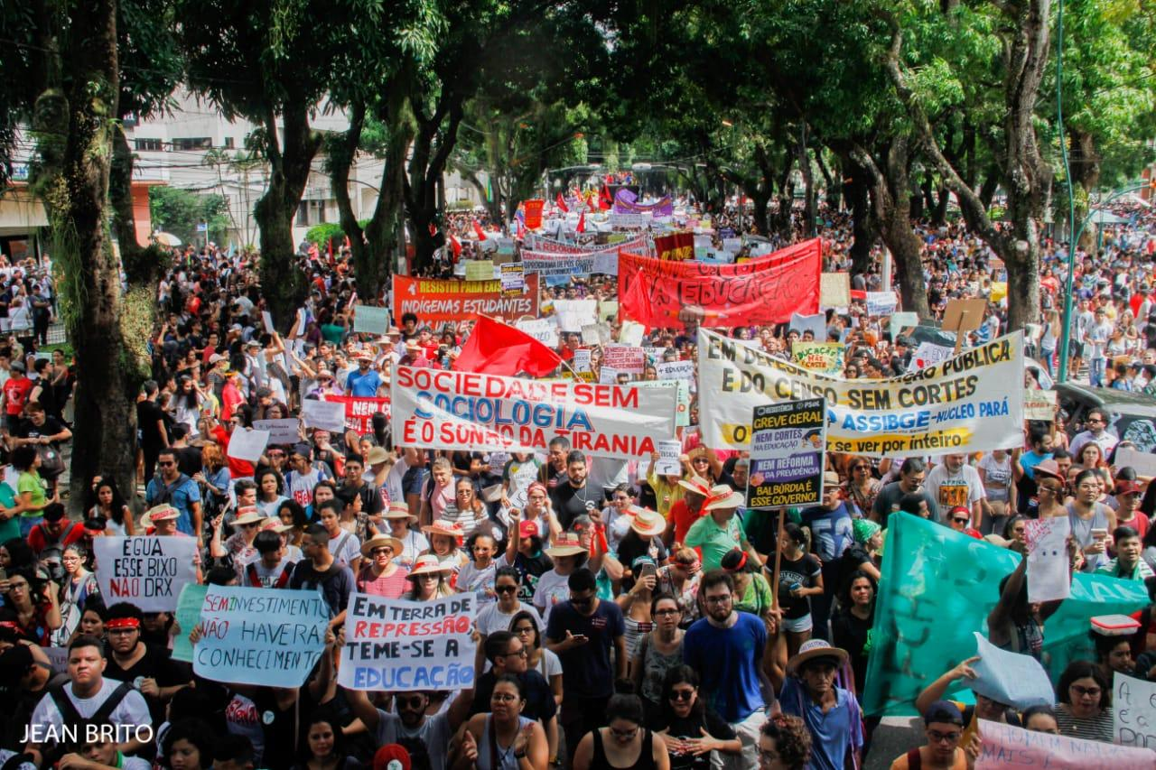 A unidade da esquerda em Belém em pleno curso. Por Karol Cavalcante