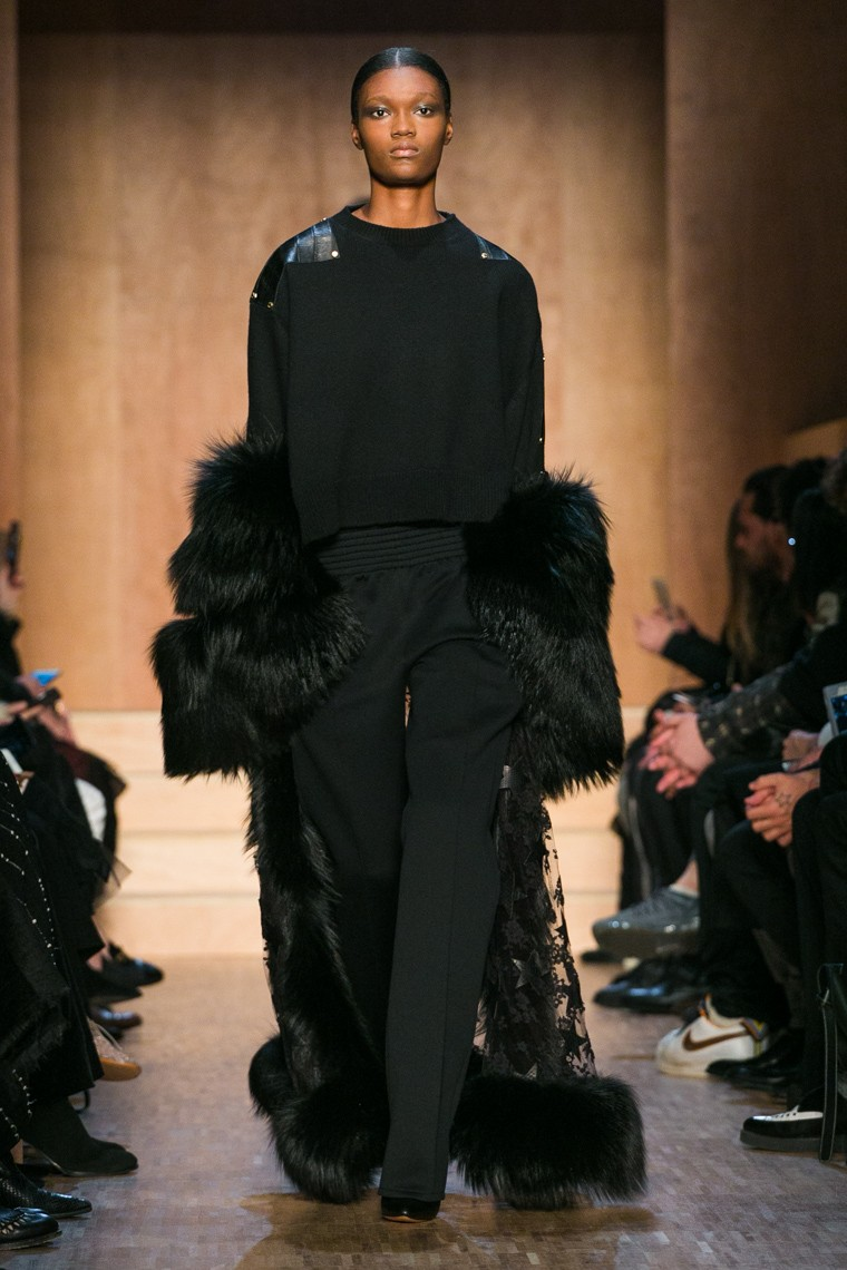 givenchy-fall-winter-2016-2017-collection-paris-fashion-week, givenchy-fall-winter-2016-2017, givenchy-fall-winter-2016, givenchy-fall-winter-2017, givenchy-fall-winter, givenchy-fall, givenchy-fall-2016, givenchy-fall-2017, givenchy-fall-2016-2017, riccardo-tisci-givenchy-paris, riccardo-tisci-givenchy, dudessinauxpodiums, du-dessin-aux-podiums, paris-fashion-week-2016