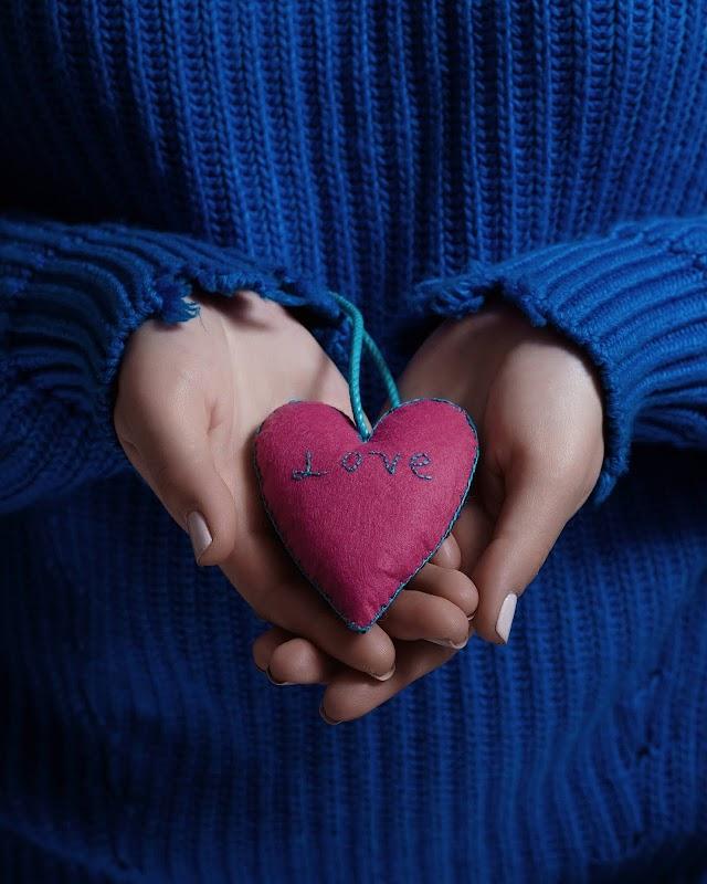 Heart Attack Symptoms: तुरंत नहीं आता हार्ट अटैक, महीनों पहले दिखते हैं ये लक्षण