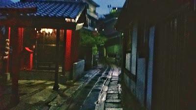 夜の神社 - 解説前