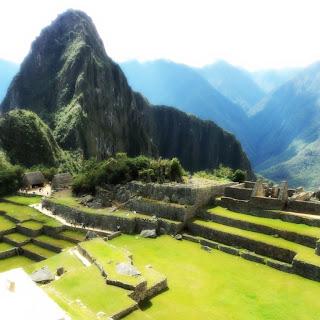 A Praça Principal e O Huayna Picchu, em Machu Picchu