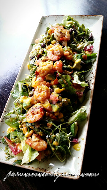 grilled shrimp with mexican salad