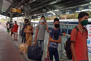 1257-labour-reach-jamshedpur-from-gujrat