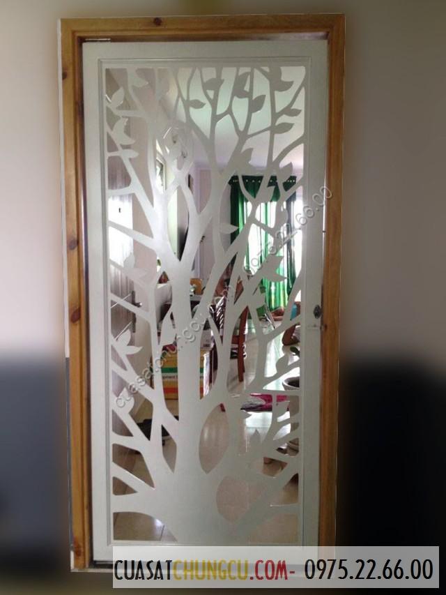 Cửa sắt chung cư cắt CNC dạng cây tạo mát mẻ cho ngôi nhà