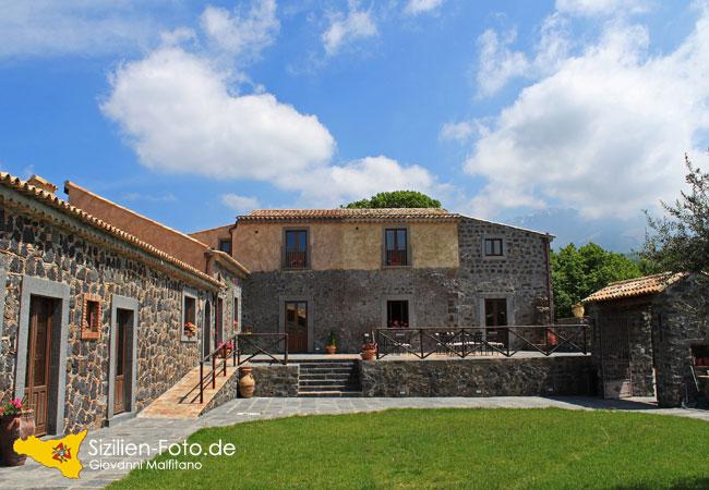 Typisch sizilianische Architektur auf dem Ätna