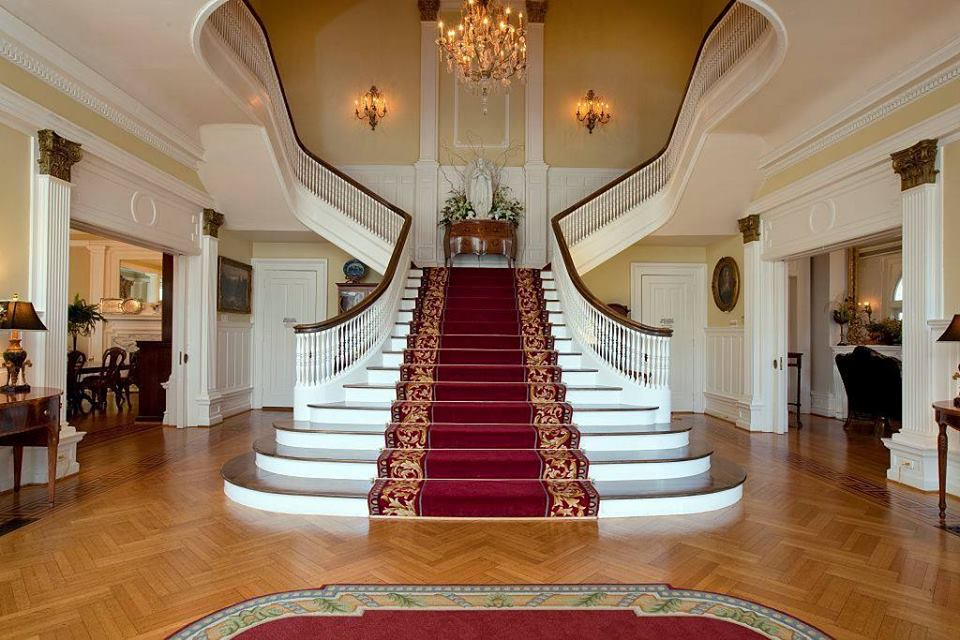 5 luxury spectacular mansion staircases living rooms gallery for Luxury staircases