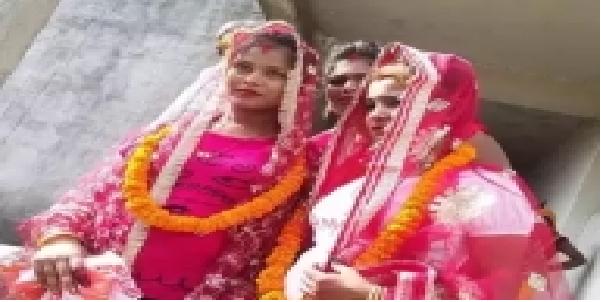 varanashi-me-mosheri-bahno-ne-apas-me-rachai-shadi