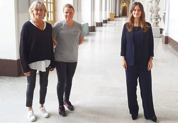 Caroline Engvall is a journalist, lecturer and author who has written several crime novels in Swedish. Sofia wore a new navy blazer and pants