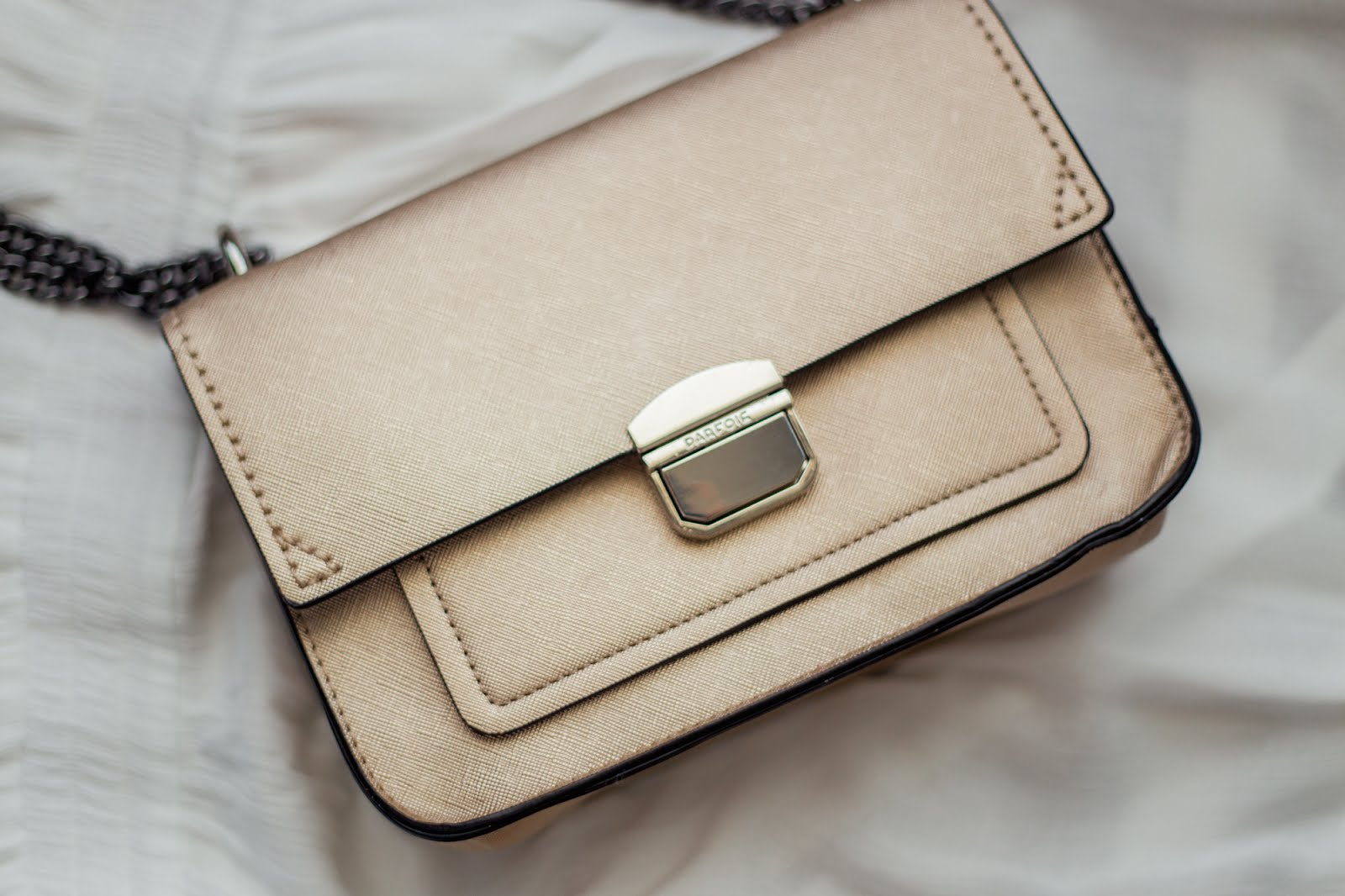 A perfect gold shoulder bag from Parfois to match with the elegance of the festive season.