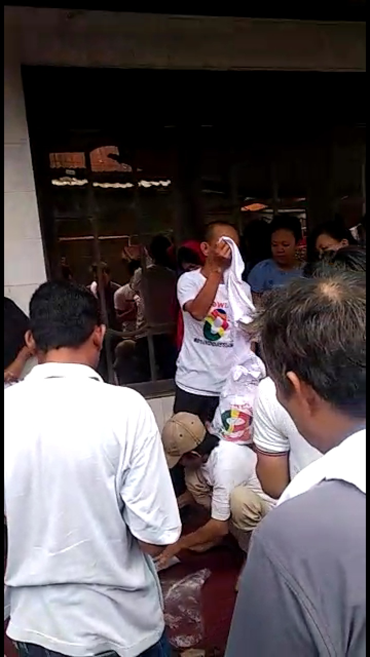 Terima Kaos Jokowi, Emak-Emak Banjarmasin Malah Doakan Ini untuk Prabowo