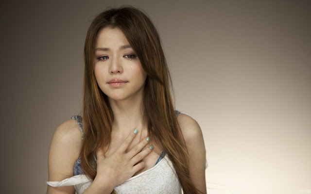 gorgeous-girl-crying-face-hd-wallpaper