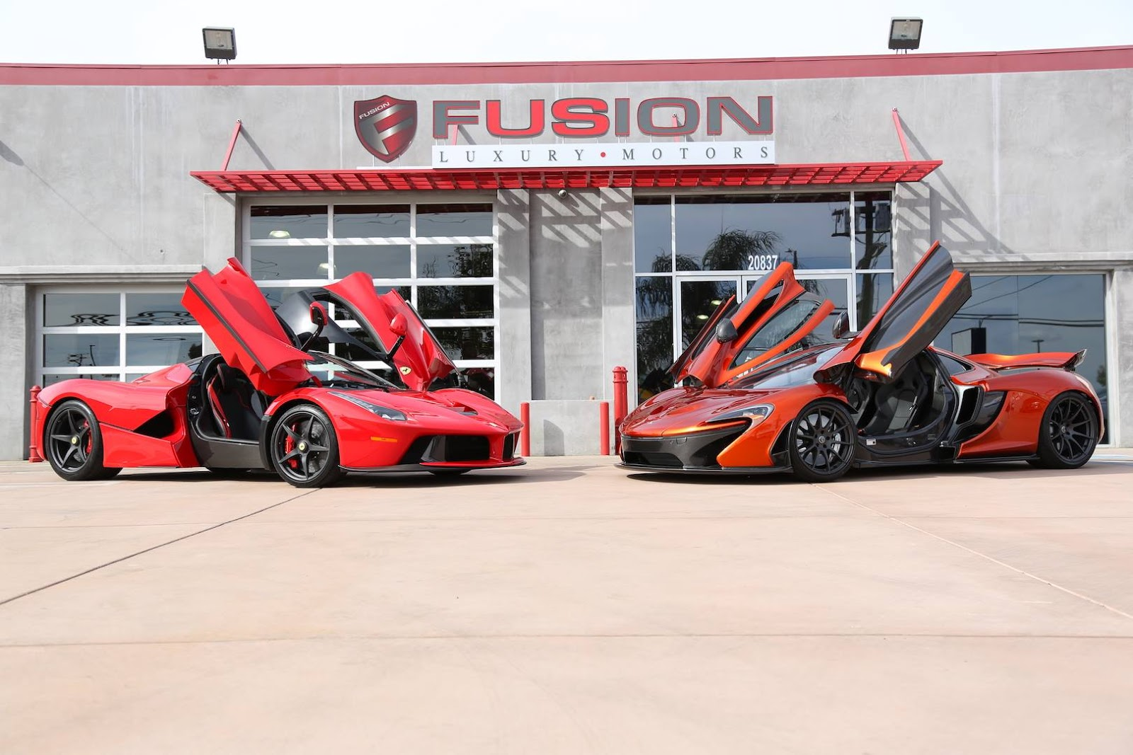 Không rỏ đại gia nào sẽ sở hữu siêu xe McLaren P1 và LaFerrari?