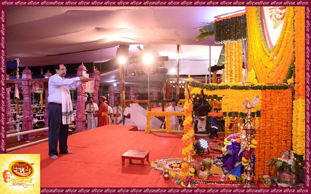 Sameerdada-performing-Aarti-ramnavami-Festival-NES-bandra