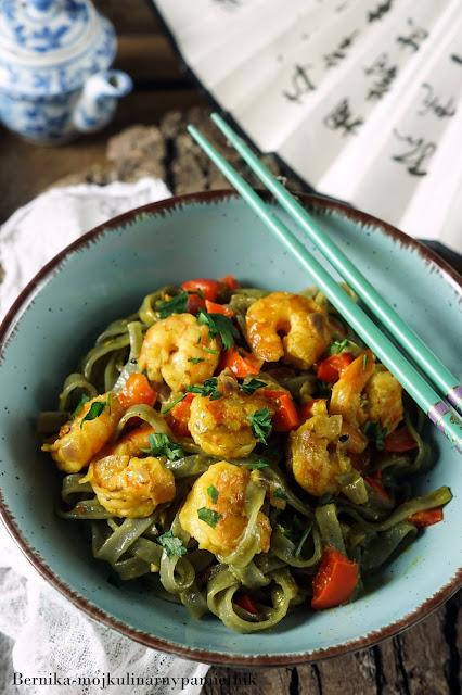 makaron, krewetki, tajsku, tajskie, ryzowy, makaron ryzowy, obiad, mleczko kokosowe, bernika, kulinarny pamietnik