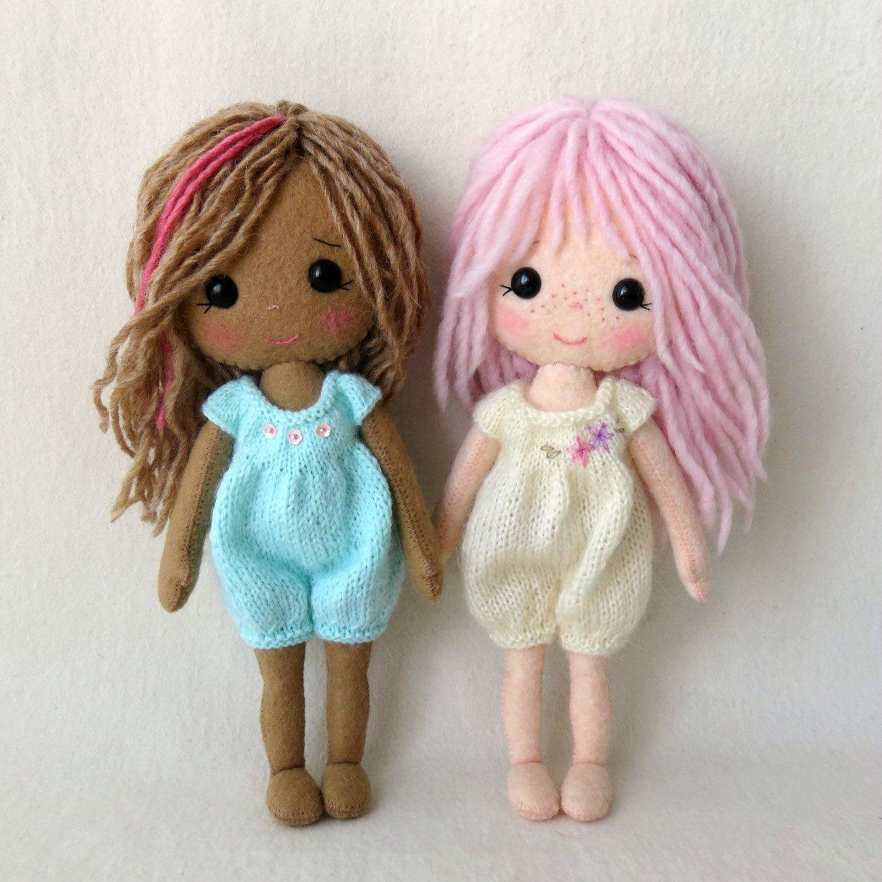 Gingermelon dolls march 2016 and by the way shed love to knit one for you if youre not a knitter like me here are a few more pics of the outfits bankloansurffo Image collections