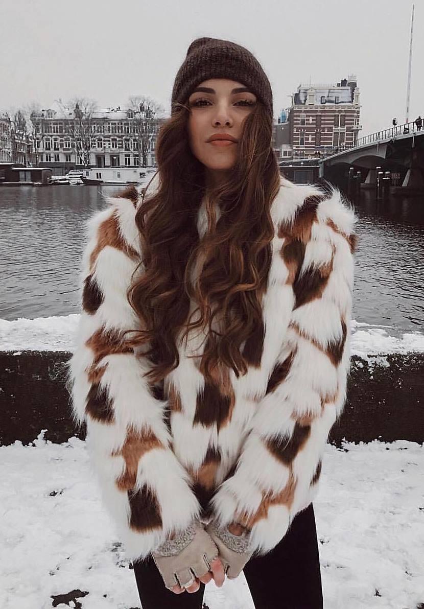 warm winter outfit idea / hat + fur coat + black jeans