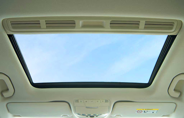 Mercedes GLC 300 4MATIC Coupe 2017 trang bị cửa sổ trời siêu rộng Panoramic