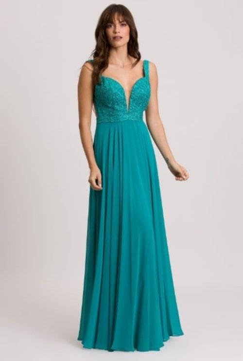 vestido de festa longo verde com decote para casamento durante o dia