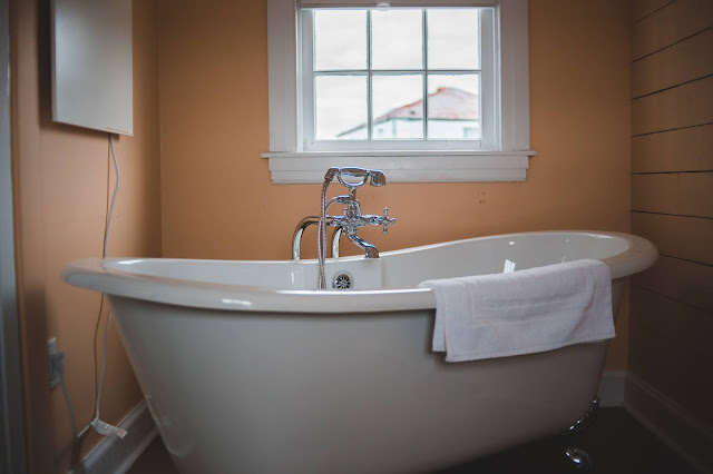 Model Bathtub Kamar Mandi Minimalis Mewah Terbaru