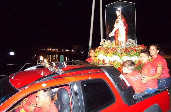 Com fiéis em isolamento social, imagem do Sagrado Coração de Jesus vai percorrer as ruas de Grossos em carro aberto