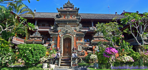 Makna Arsitektur Adat Bali