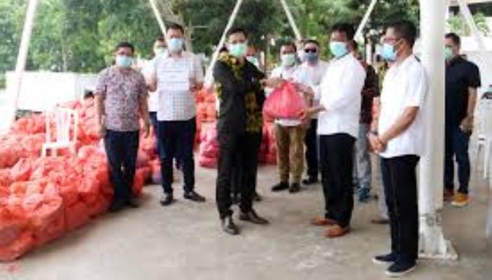 Pemerintah Kota Batam Terima Bantuan Berupa 1.588 Paket Sembako yang Akan Diberikan Kepada Warga Terdampak Covid-19