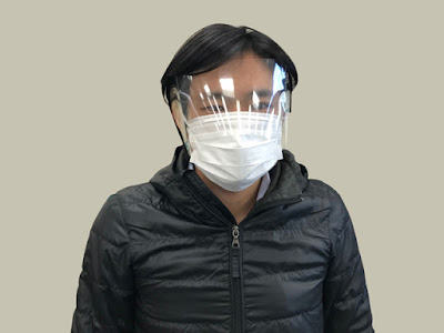 顔の上半分を覆う簡易型フェイスシールド