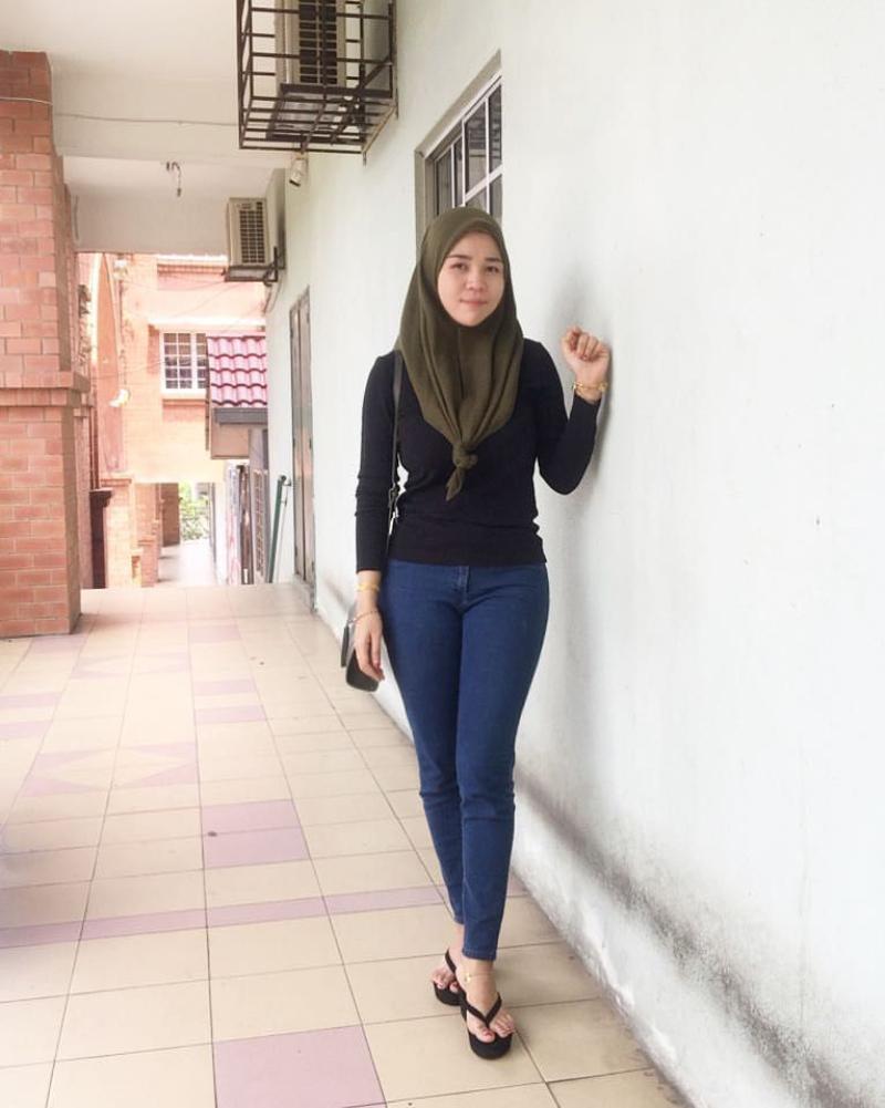 Celana Jeans dan Hijab ke kampus