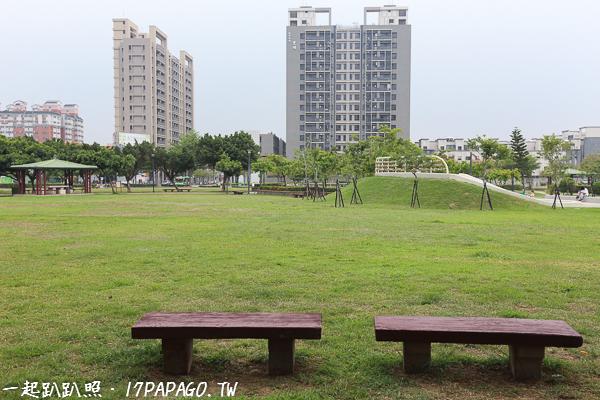 台中北屯|?興公園|大碗公溜滑梯|沙坑|石頭算盤|芭瓢蟲洗手台|大草坪|特色公園|親子景點|12感官遊具