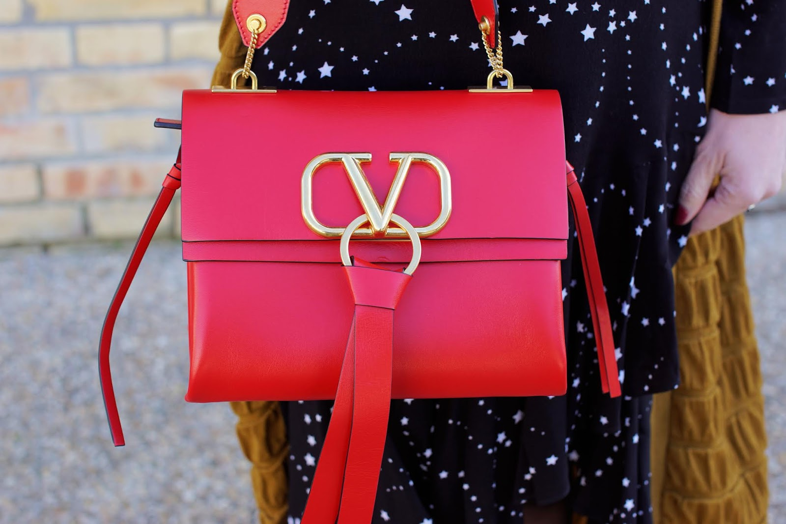 Valentino Vring red bag on Fashion and Cookies fashion blog, fashion blogger style