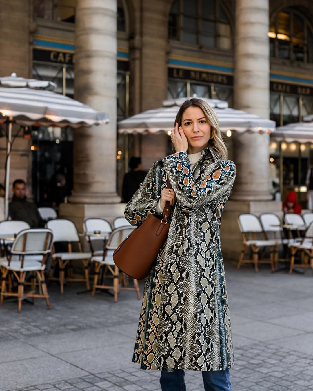 A Snake-Print Coat Is All The Pattern You Need This Holiday Season — @ruerodier Instagram Outfit
