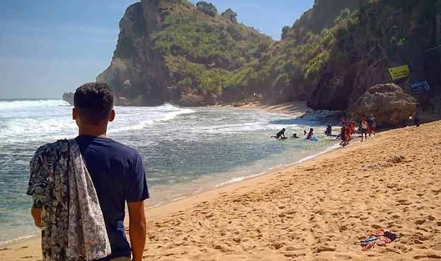 wisata-keluarga-pantai-nguyahan