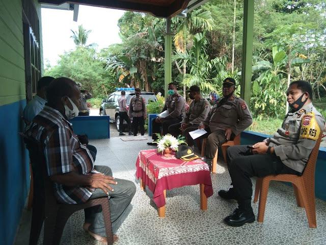 Kariawan Barus Jalin Silaturahmi dengan Tokoh Adat di Nabire