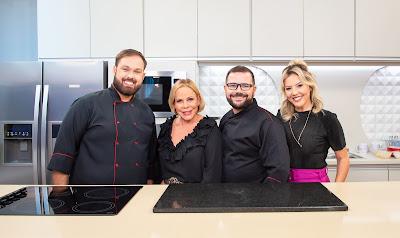 Claudete Troiano, os chefs Roberto Augusto e Julio Cruz e a repórter Abiane Souza - Crédito: Juan Ribeiro / Divulgação TV Aparecida