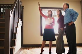 Menjual Rumah melalui Agen Properti Profesional