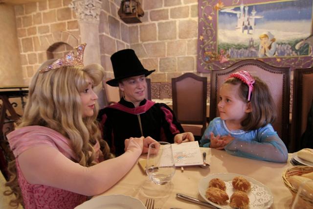 Helia con Aurora y su principe