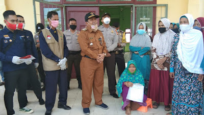 Dinas Sosial Bagikan Kartu KKS Kepada 281 KPM Di Kecamatan Bandar Petalangan