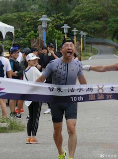 Yu Chengqing gặp tai nạn khi đi xe đạp! Những bức ảnh về vết thương kinh dị được phơi bày