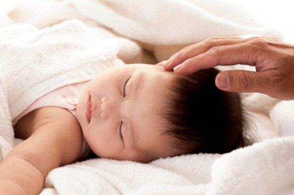 Giải pháp nào để mẹ cai sữa đêm cho con?